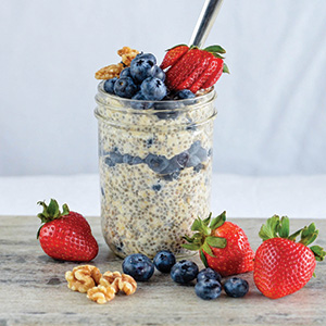 BLUEBERRY CARDAMOM OVERNIGHT OATS